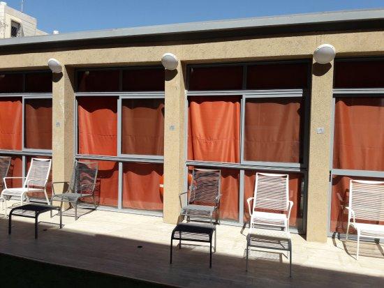 Ramon Suites Hotel: בריכה מכוסה בוילונות