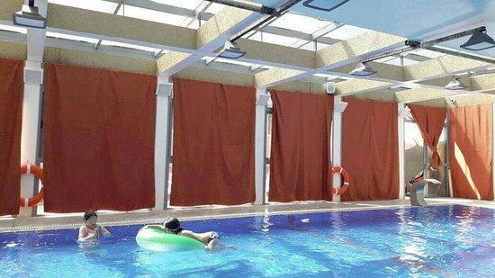 Ramon Suites Hotel: בריכה מכוסה בוילונות - מבט מבפנים