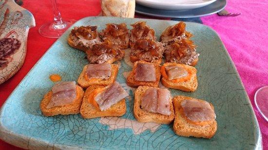Canap s de pat con cebolla caramelizada y sardina for Canape de pate con cebolla caramelizada