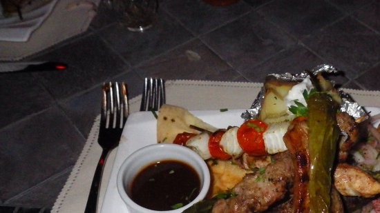 Petra Moon Hotel: Lamb, beef, and chicken skewers on the rooftop