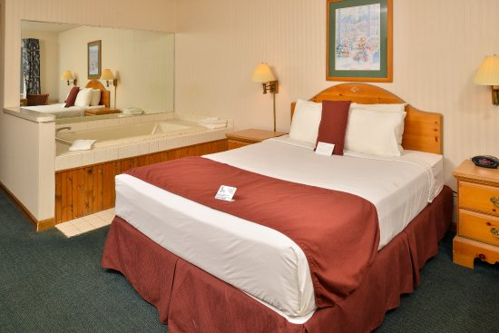 Thunderbird Inn : Single Queen Room with Jacuzzi