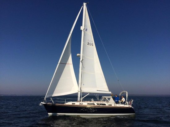 Leonardtown, MD: Sail on a Sabre 362