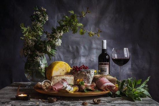 Fauglia, Italie : Formaggi e vino della casa