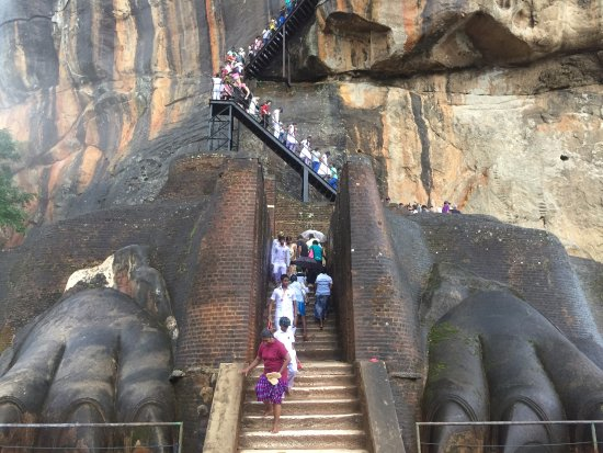 Sigiriya: Stairs to get to the top of the fortress