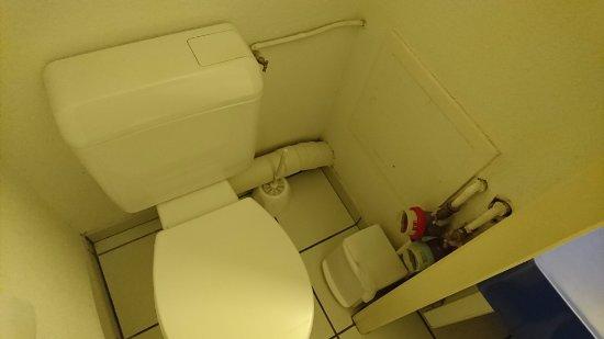 Pierre & Vacances Village Club Port du Crouesty : Salle de bain/toillettes minuscules