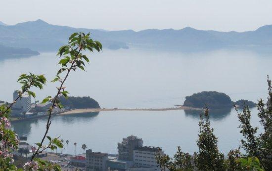 土庄町, 香川県, 高見山から臨むエンジェルロードの全景。