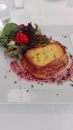 El Refugi Alpi: Tarrina de queso al horno con bacon. Calórico pero delicioso!
