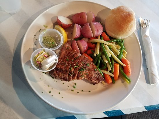 Clarence, NY: Grilled Ahi Tuna special