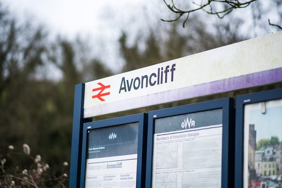 Bradford-on-Avon, UK: Avon cliff train station - just across the river Avon