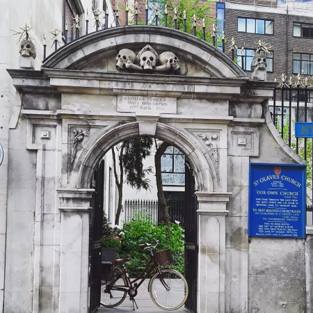 Cycle Londons Landmarks: Here lies Mary Ramsay who it was said brought The Plague to London -lots of history on Route 4
