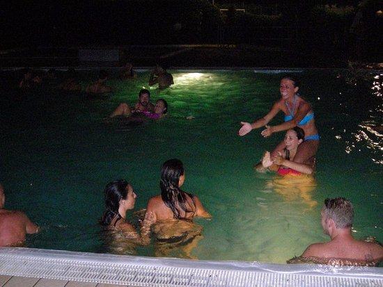 Meina, Italy: Bagno notturno in piscina