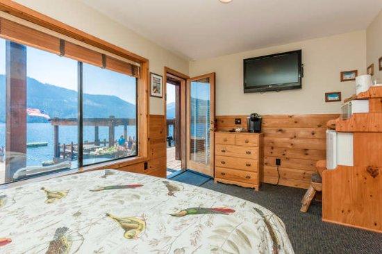 Loch Leven Lodge : Lakefront Bedroom