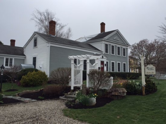 Brewster, MA: the Inn is beautifully kept inside and out