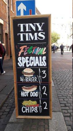 Poor service and terrible Hotdog