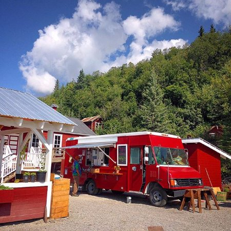 Kennicott, AK: beautiful days at the meatza wagon