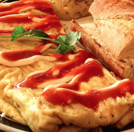 Kingston, Estado de Nueva York: the Lunch/Brunch menu is sure to please, daily. Featured: Kimchi Goat Cheese Omelette