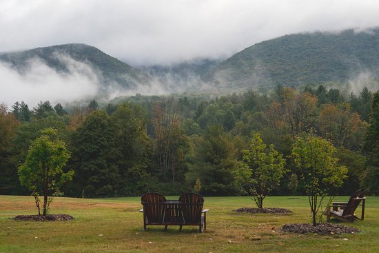 Aerie Inn of Vermont: The mountain view is always changing from misty mornings to pink sunsets and outstanding foliage