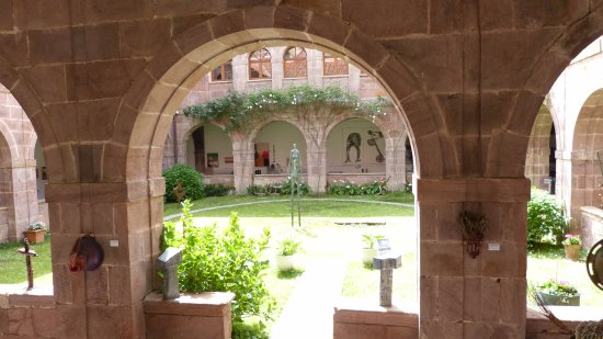 Urdazubi-Urdax, สเปน: Vue du jardin depuis les allées du cloître