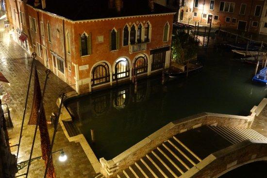 Hotel Al Sole: le ponte Marcello sépare deux quartiers