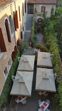 Hotel Al Sole: jardin accueillant pour le petit déjeuner