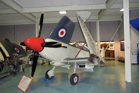 Ilchester, UK: Supermarine Seafire 17 (H llewelyn)