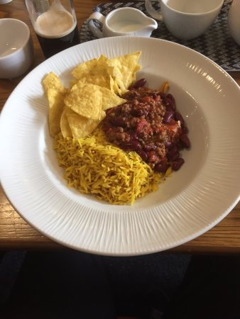 Brinklow, UK: Main course - Beef chilli con carne with nachos