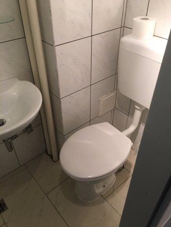Metropol Hotel Dusseldorf: Room 35-WC1