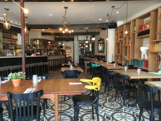 Sainte-Therese, Kanada: Intérieur du restaurant Deux cave à manger