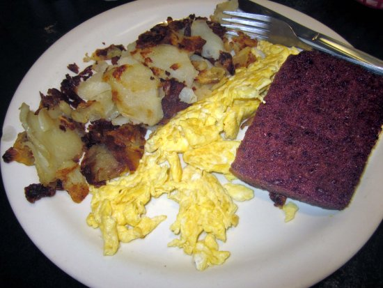 Huntingdon Valley, Pensilvania: Scrambled Eggs (2) with Hash Browns & Scrapple