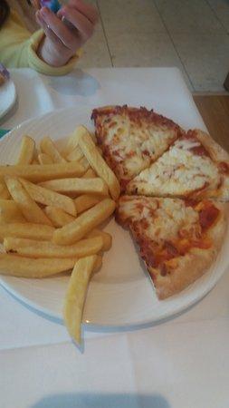 Half Pizza & chips E7.50