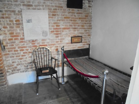 Six Poor Travellers House: A travellers room