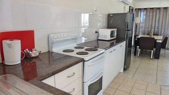 Labrador, Australië: 2 Bedroom Apartment kitchen