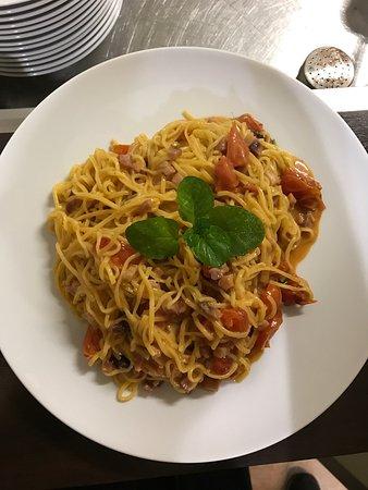 Ristorante osteria naviglio grande in milano con cucina for Il naviglio grande ristorante