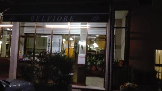 Valdagno, Italy: Esterno di sera