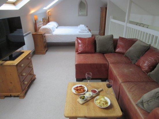 Hillfield Village: Mezzanine floor