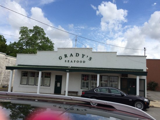 Graceville, FL: The batter is light and the shrimp were plump and sweet. The onion rings are great too!!