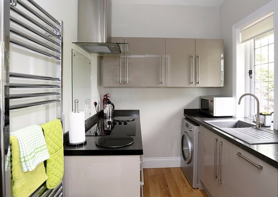 Arden House: Darwin Apartment   Fitted Kitchen With Dishwasher,  Washer/dryer, Hob