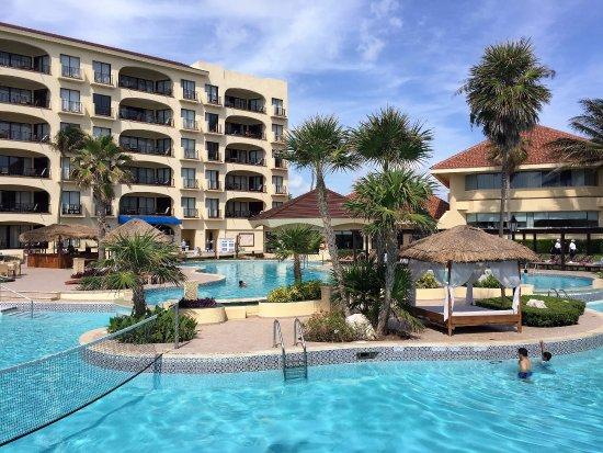 Emporio Hotel & Suites Cancún: main pool area
