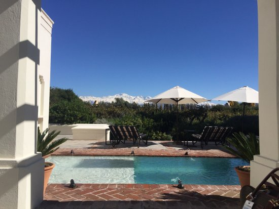 Cavas Wine Lodge: Pool, views of the Andes and Andes at sunrise from our rooftop