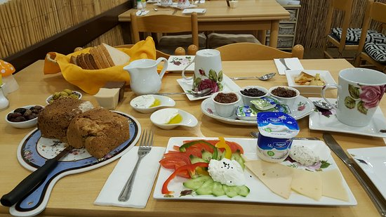Safed Inn: Awesome Israeli breakfast