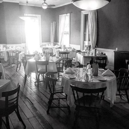The National Hotel Restaurant and Bar : photo2.jpg