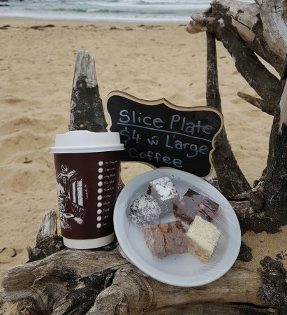 Broulee, Australia: Food on the beach 🍟🍔🌊 Coffee on the beach ☕💚🌊☉