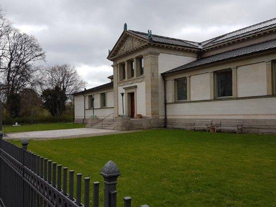 Den Hirschsprungske Samling: Neoclassical exterior