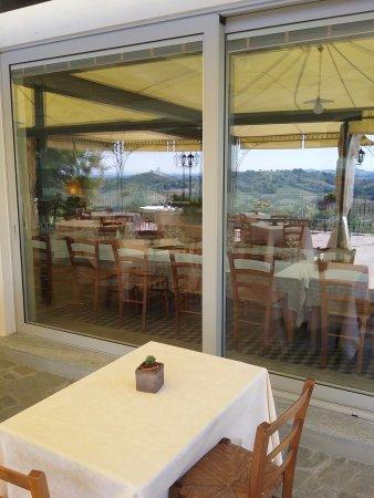 Vinchio, Italien: Gazebo esterno davanti alla sala ristorante
