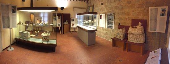 Barberino Val d'Elsa, Italia: Reperti etruschi - prima sala