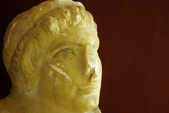 Antiquarium di Sant'Appiano: testa urna etrusca Antiquarium Sant'Appiano