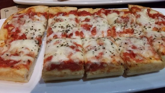 Port Moody, Canada: margherita flatbread