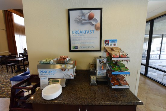 Holiday Inn Express & Suites Twentynine Palms- Joshua Tree: Free Breakfast for Hotel Guests!