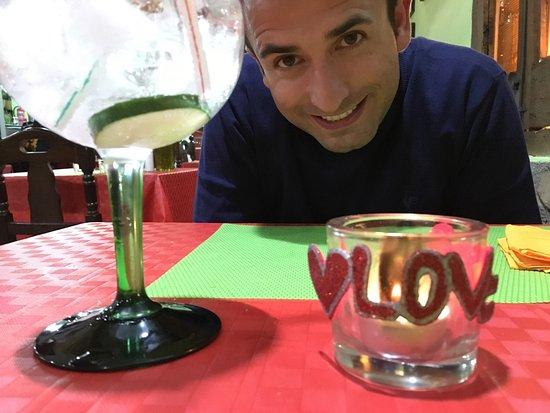 Premia de Mar, Spanje: nos regalaron una cena, el pescado era fresco y los gin tonics increíbles 😍