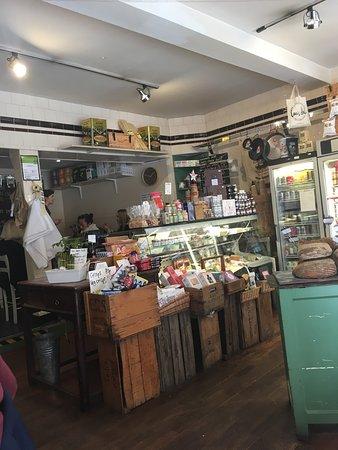 Louis' Deli & Cafe